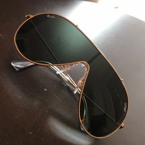 Ray-Ban Wings black and gold